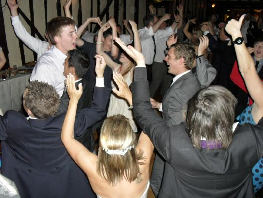 Essex Wedding DJs provide lively mobile disco